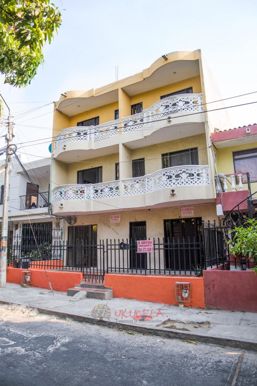 Vendo casa de 3 niveles con 6 apartamentos