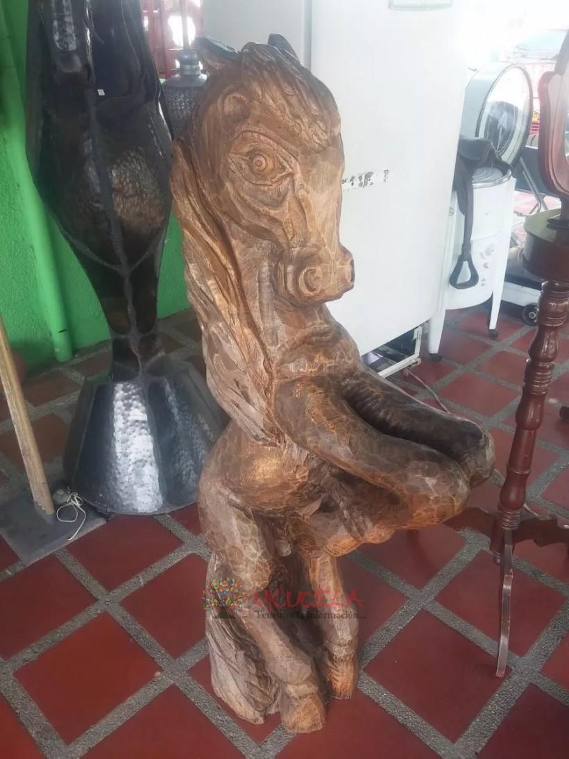 Escultura De Caballo Italiana Tallada En Tronco Madera Cedro