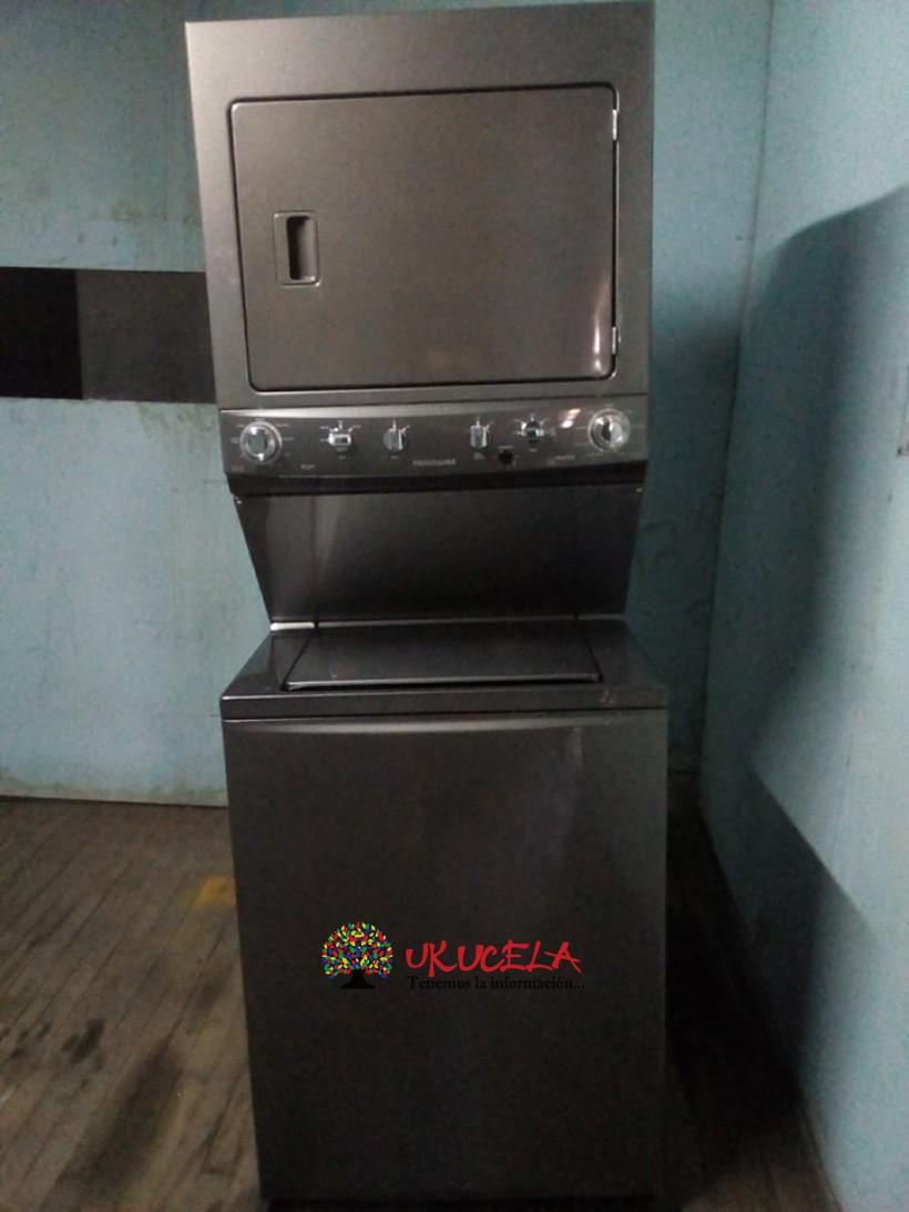 Torre lavadorasecadora de 18kg  Electrolux