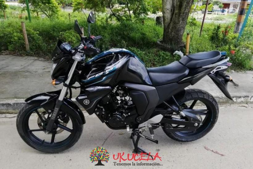 Moto Yamaha FZ2.0