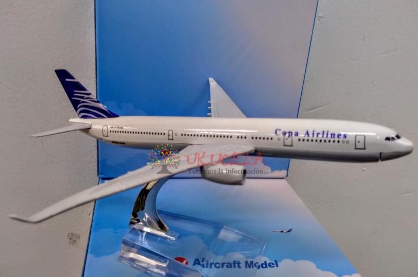 avion a escala metalico